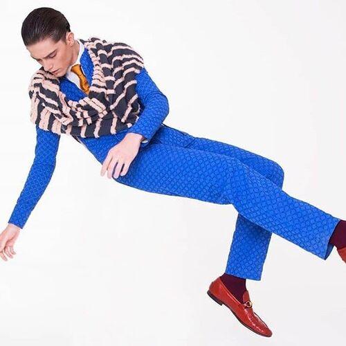 """Macacão azul da  WeDú em """"Under My Shoulders"""" #editoral para @LOfficielBaltics"""