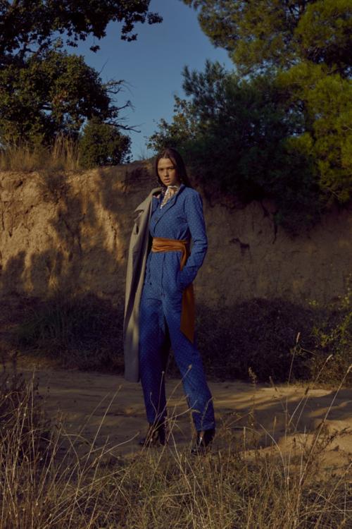 WeDú bordou o macacão azul em editorial da Vanity Teen Magazine
